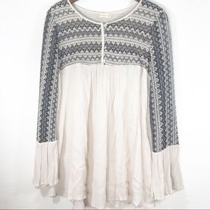 Altar'd State Bell Sleeve Peasant Blouse E79